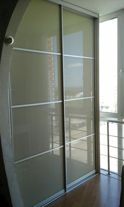 Встроенные шкафы-купе-Шкаф-купе из стекла Лакобель «Модель 147»-фото1