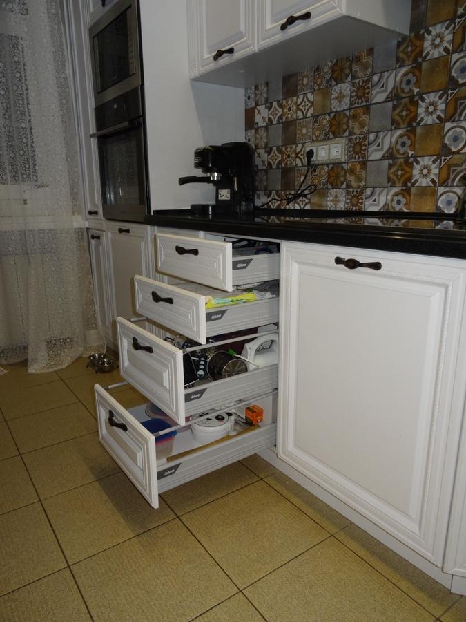 Белый кухонный гарнитур-Кухня МДФ в эмали «Модель 20»-фото8