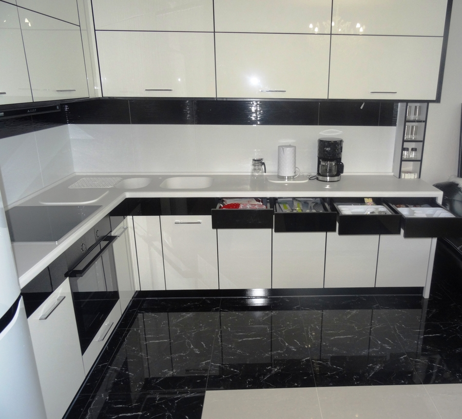 Белый кухонный гарнитур-Кухня МДФ в эмали «Модель 68»-фото5