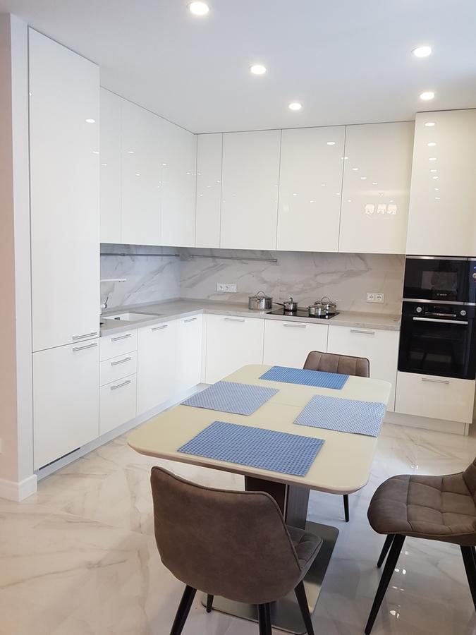 Белый кухонный гарнитур-Кухня из пластика «Модель 467»-фото1