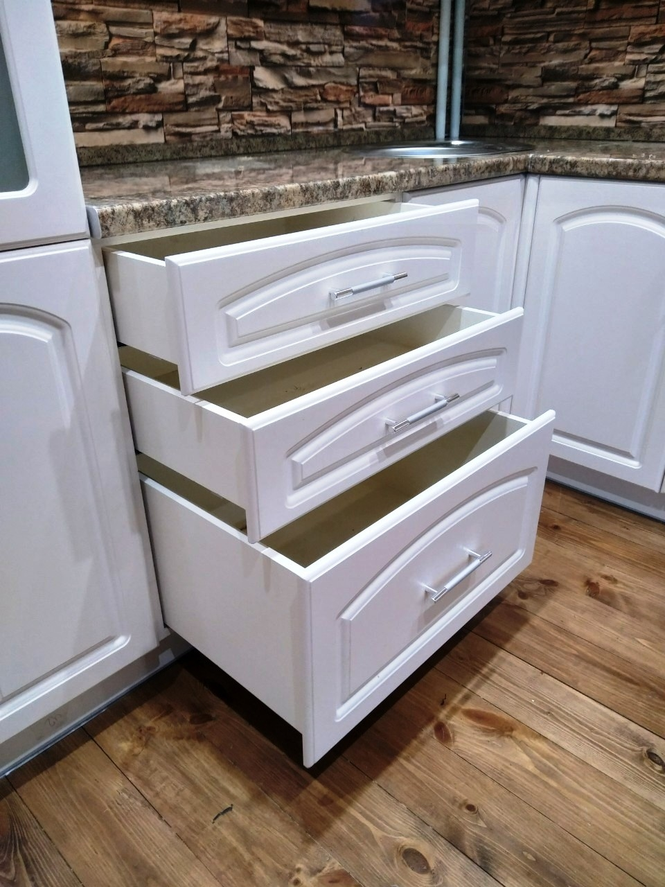 Белый кухонный гарнитур-Кухня МДФ в эмали «Модель 546»-фото6