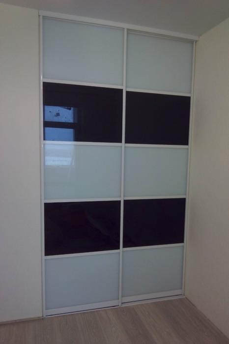 Встроенные шкафы-купе-Шкаф-купе из стекла Лакобель «Модель 63»-фото1