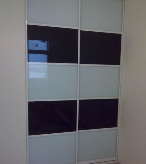 Встроенные шкафы-купе-Шкаф-купе из стекла Лакобель «Модель 63»-фото4