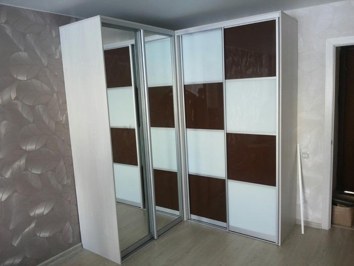 Встроенные шкафы-купе-Шкаф-купе с зеркалом «Модель 62»-фото2